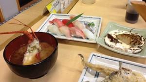 天ぷら、伊勢エビの味噌汁、にぎり寿司